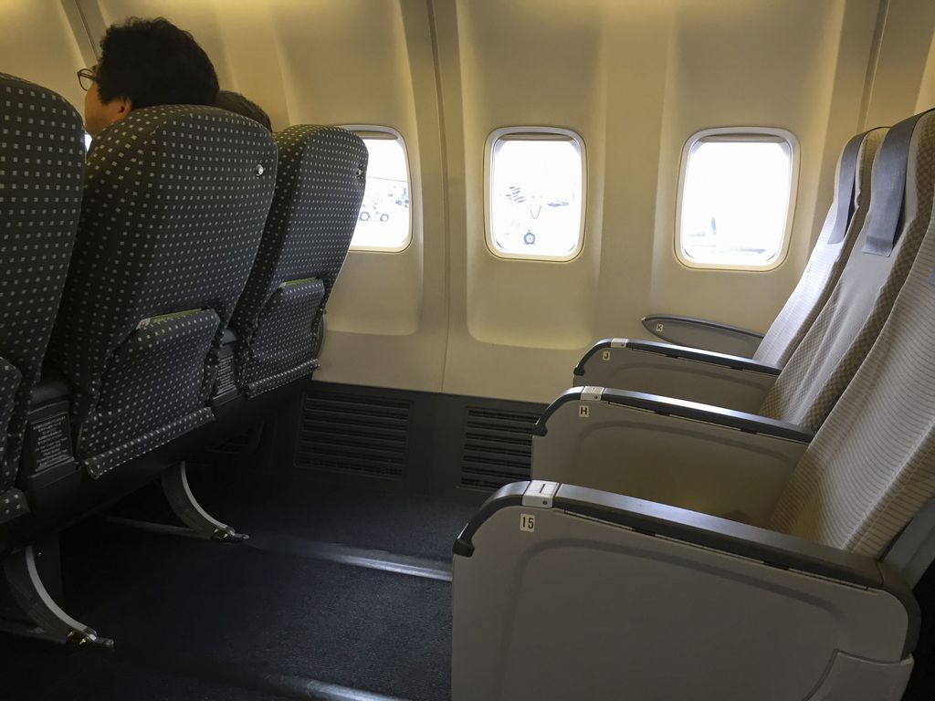 JAL_domestic_737-800_row15_2014Oct2.JPG