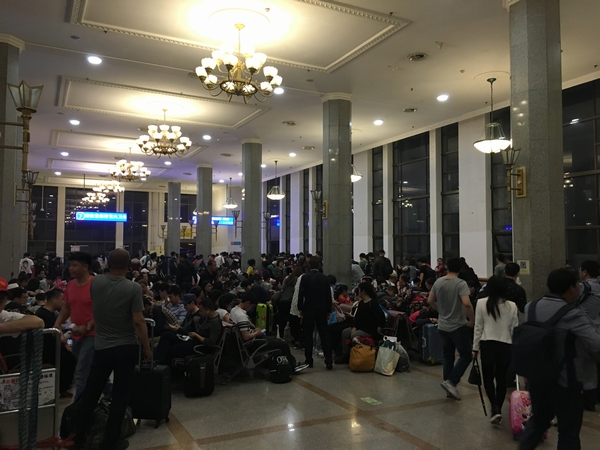 北京駅待合室.jpg