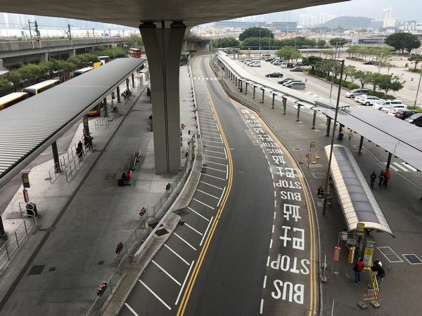 香港空港S1バス乗り場.jpg