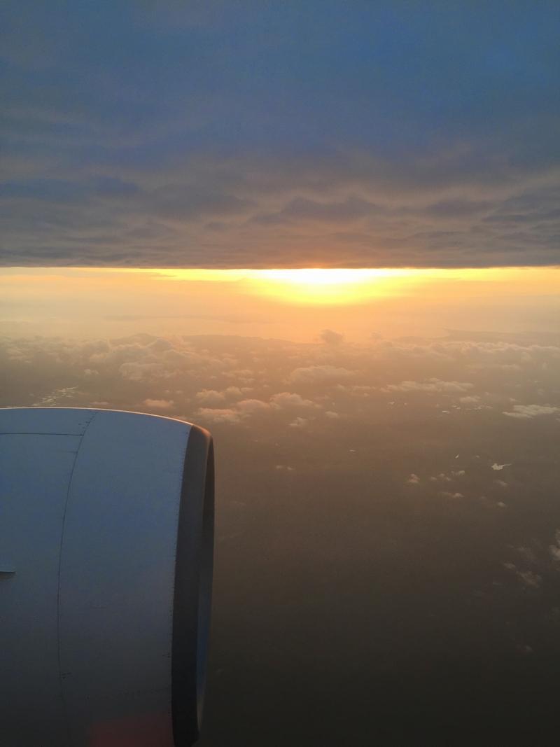 雲の下に夕日.jpg